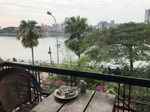 おしゃれ地区、タイ湖畔_a0220901_20555164.jpeg