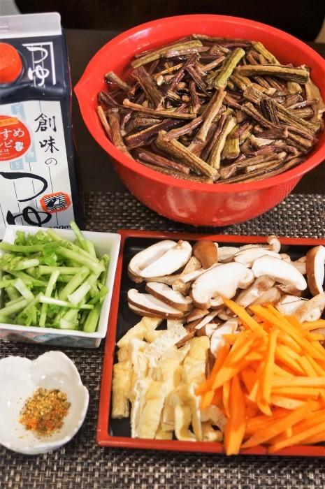 ■季節の常備菜【芋茎(ズイキ)と人参・椎茸の麺つゆ煮】_b0033423_20272372.jpg