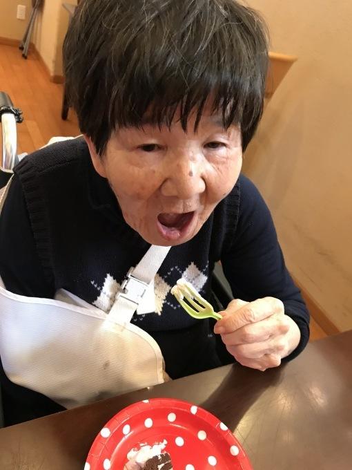 ロールケーキタワーを食べよう!_e0163042_17195955.jpg