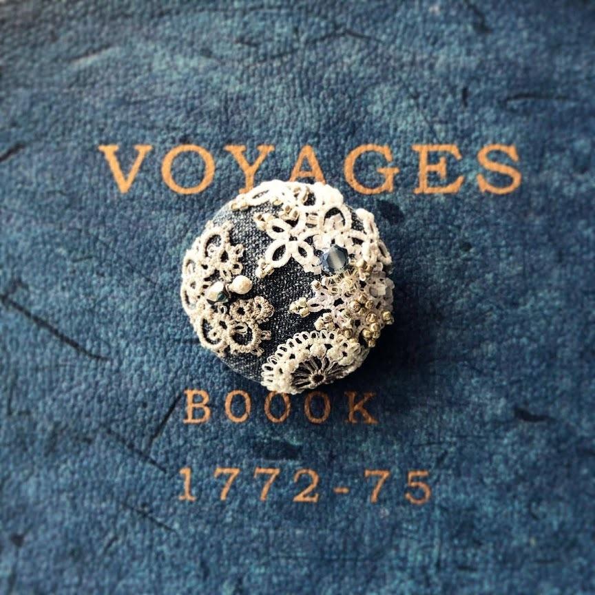 『白く光る月』『Victorian-peacock-』嫁入りしました 企画展『黒く霞む刻』_f0089355_01180037.jpg