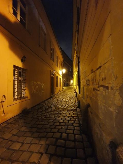 プラハ夜景であなたは何級?_f0401091_02444962.jpg
