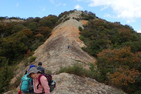 スリル満点 小野アルプス 『紅山』岩登り_c0218841_14371729.jpg