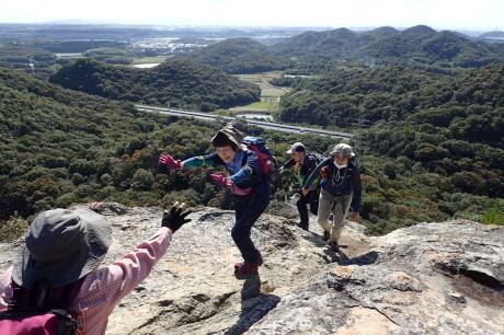 スリル満点 小野アルプス 『紅山』岩登り_c0218841_14383200.jpg
