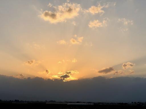 「なあんだ。」とは言つたものの、眼前に展開してゐる 秋(春)の津軽平野の風景には、うつとりしてしまつた。_d0057843_02145898.jpeg