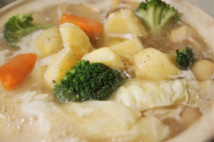 ■【ポトフ】柔らか鶏胸肉・ウインナーに菜園採り蕪・大根・ジャガイモも入れました^0^_b0033423_20510087.jpg
