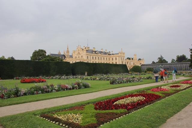 世界遺産レドニツエ城とぶどう畑_f0401091_17370122.jpg
