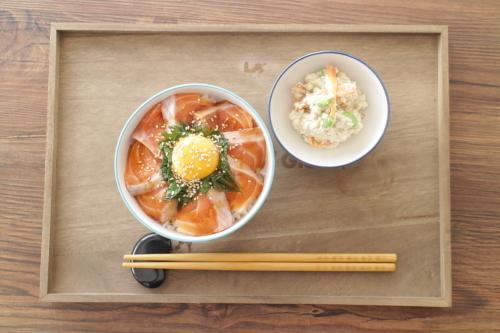 サーモン丼_f0220354_12513660.jpeg