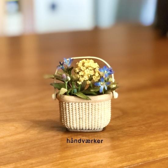 ミニダブルワインにミニ花を_f0197215_14314709.jpeg