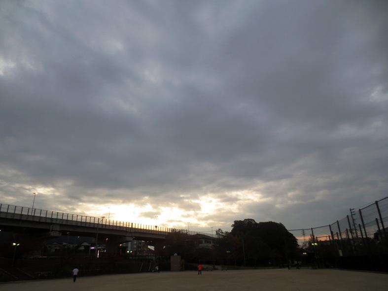 ■「今夜が ルイスのオートバイを待つ最後の夜」──川田絢音詩、そして週替わりの夕暮れ[11月10・12・15日]_d0190217_22203952.jpg