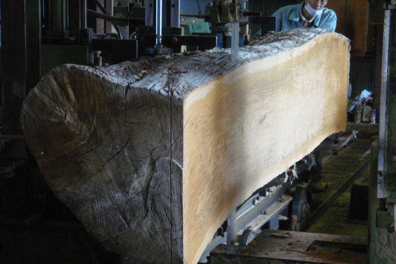 ピンホール入り板での食卓製作。_a0125305_14061394.jpg