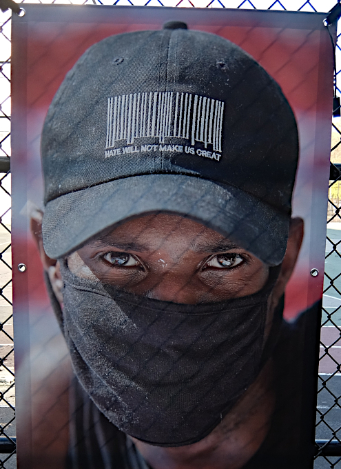 いかにもニューヨークらしいコロナ禍の経済対策『アート・オン・ザ・アベニューNYC』(Art On The Avenue NYC)_b0007805_04084144.jpg