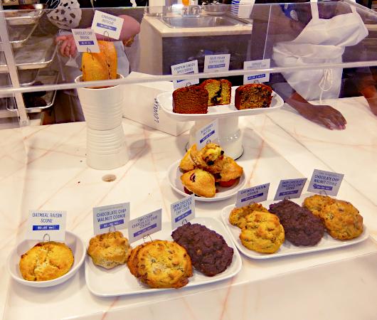 コロナ禍でも飛躍するNY No1のクッキー屋さん『ルヴァン・ベーカリー』(Levain Bakery)_b0007805_01415862.jpg