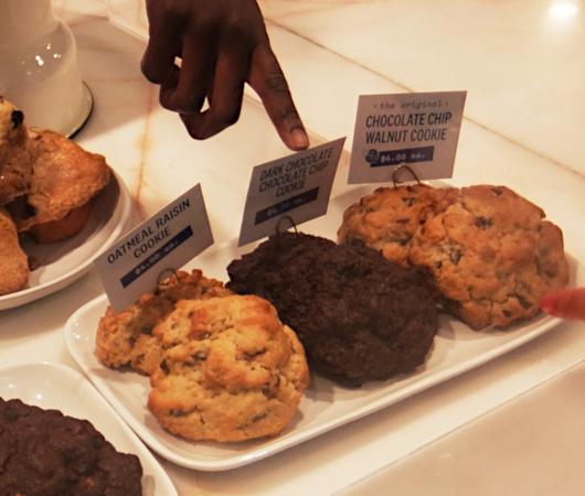 コロナ禍でも飛躍するNY No1のクッキー屋さん『ルヴァン・ベーカリー』(Levain Bakery)_b0007805_01591996.jpg