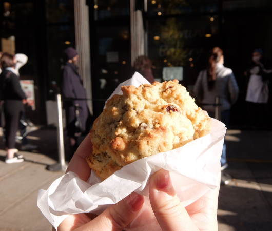 コロナ禍でも飛躍するNY No1のクッキー屋さん『ルヴァン・ベーカリー』(Levain Bakery)_b0007805_02000967.jpg