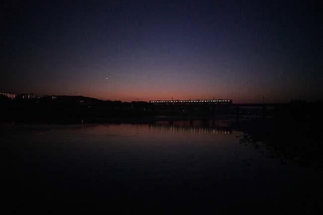 八高線・多摩川鉄橋の夕暮れ_f0173596_20340947.jpg