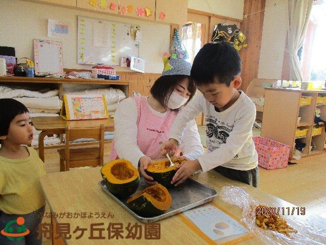 【にじ組 (りす組)】 「かぼちゃの茶巾しぼり をつくったよ」①_f0367159_18203742.jpg