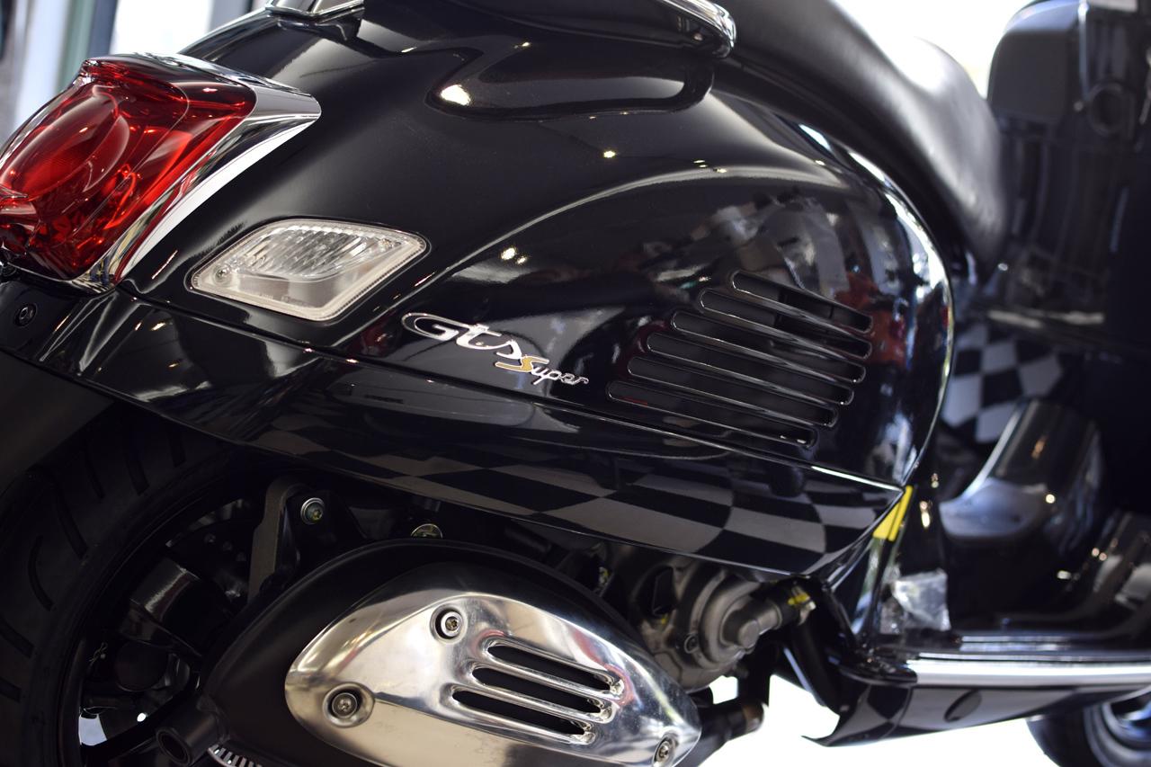 ベスパ GTS Super Tech 300 バルカンブラック_d0099181_19013084.jpg