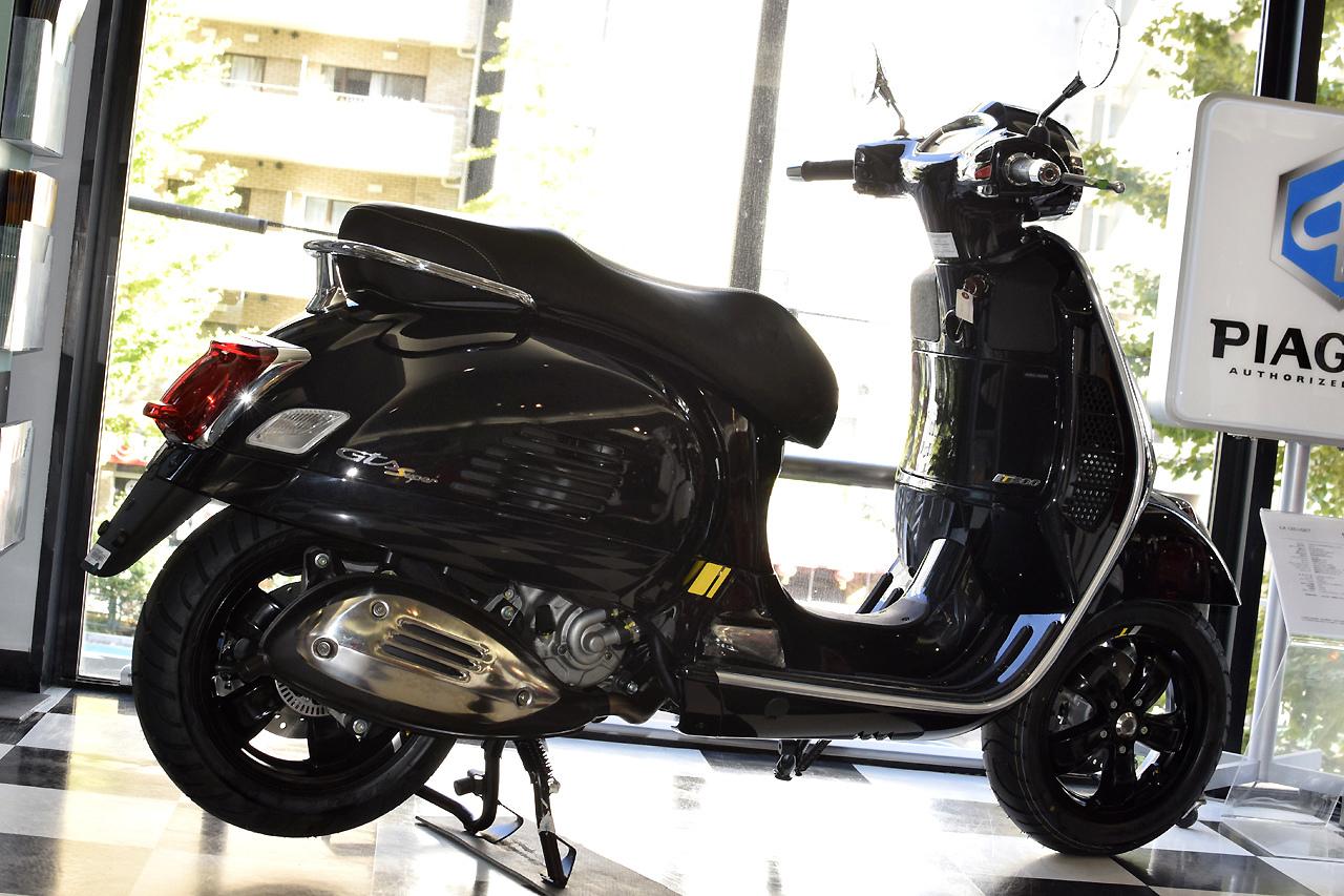 ベスパ GTS Super Tech 300 バルカンブラック_d0099181_19014787.jpg