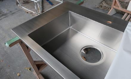 SUSオーダーキッチン製作所へ_b0183404_20231662.jpg