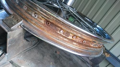 タイヤ交換はタイヤ交換だけで済まないので_a0257316_07524912.jpg