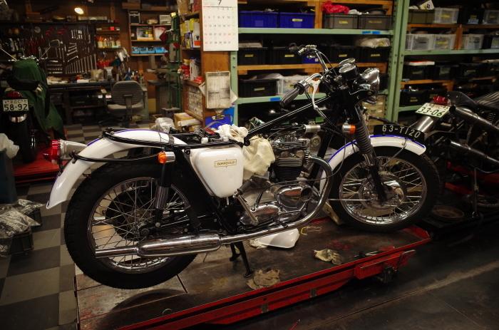 1963 TRIUMPH T120 配線引き直し作業完了、エンジン始動_a0248662_08102853.jpg