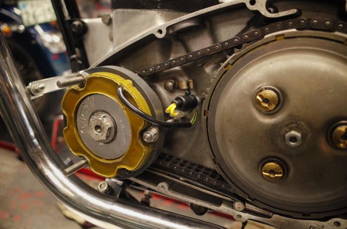 1963 TRIUMPH T120 配線引き直し作業完了、エンジン始動_a0248662_08104491.jpg