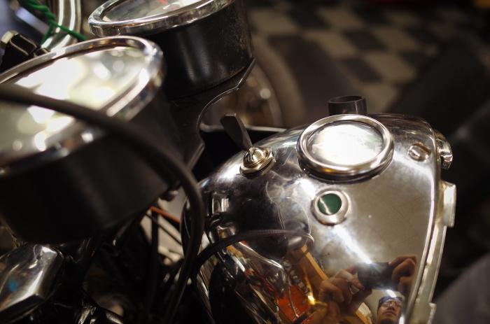 1963 TRIUMPH T120 配線引き直し作業完了、エンジン始動_a0248662_08132841.jpg