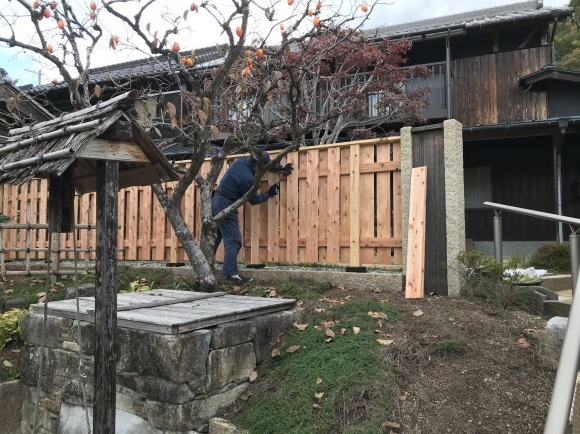 竹垣に竹立てかけたのではなく板壁に♪_f0346099_11072715.jpg