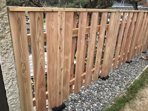 竹垣に竹立てかけたのではなく板壁に♪_f0346099_11072740.jpg