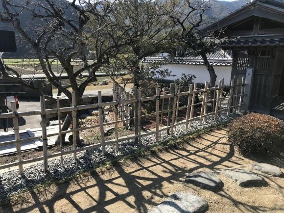 竹垣に竹立てかけたのではなく板壁に♪_f0346099_11072831.jpg
