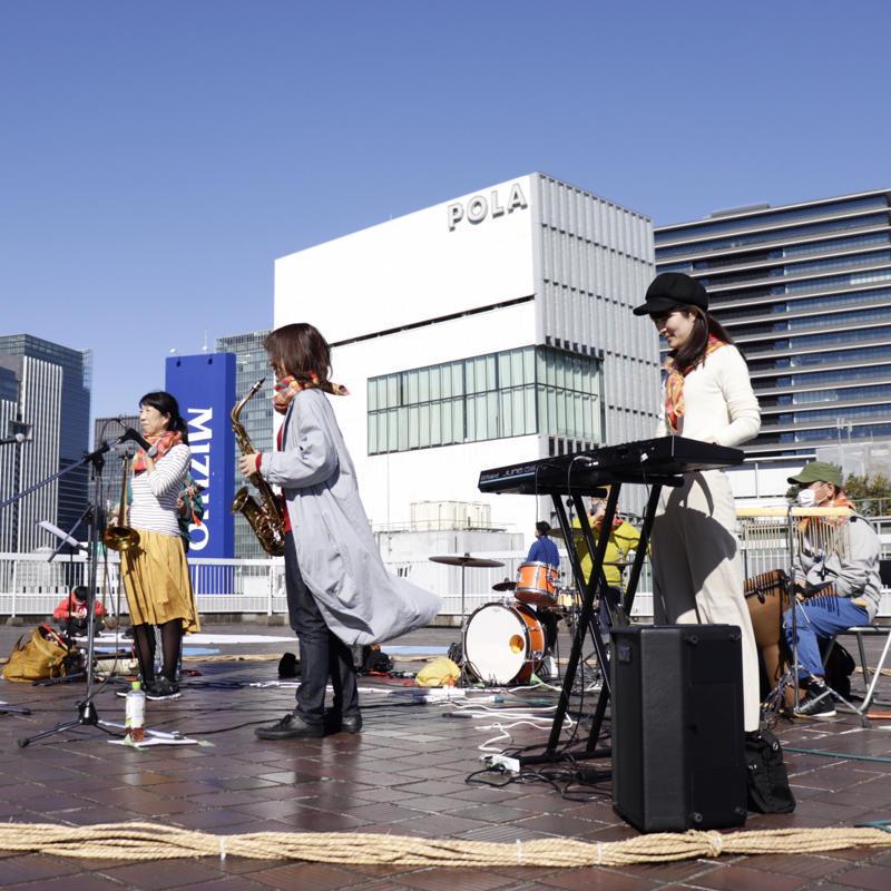 『呼吸する屋上』は観客も出演者も全員ステージの上_c0060143_18495502.jpg