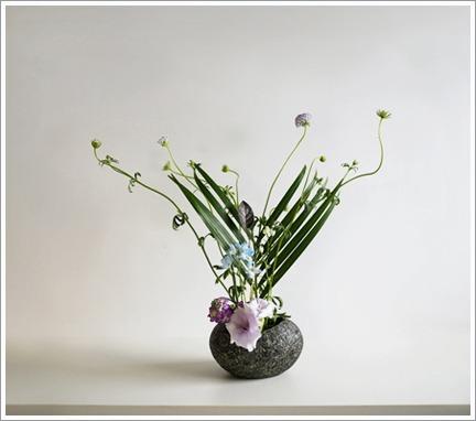 下げ花で優しく_e0151254_11204035.jpg