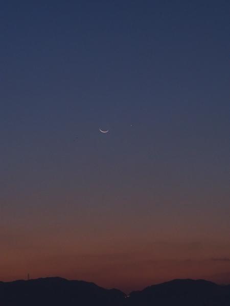 月の隣に水星_e0005670_14514188.jpg