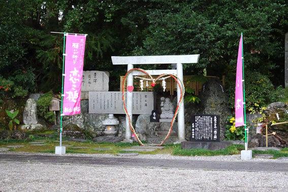 御神木杉が拝殿に_b0145257_12500352.jpg