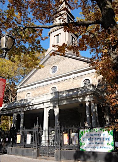 NY最古の教会前で見かけたコロナで亡くなられた方々への追悼表現_b0007805_19471620.jpg