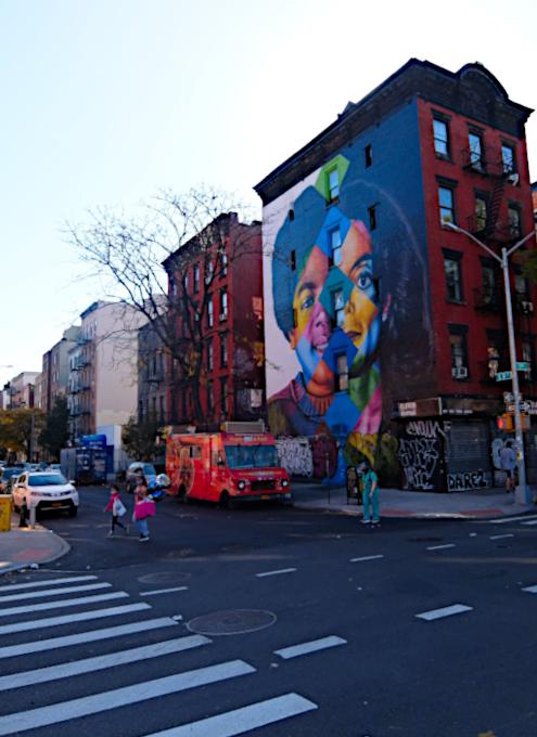 イースト・ビレッジの巨大マイケル・ジャクソン(MJ)壁画_b0007805_22140219.jpg
