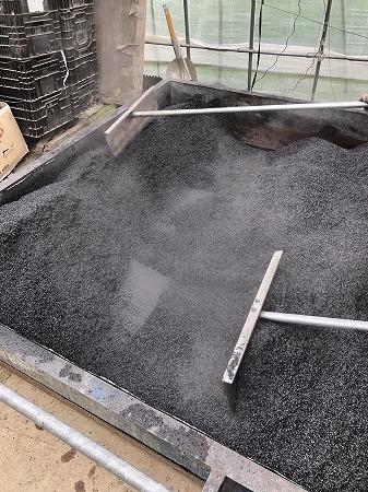 野菜作り・・もみ殻燻炭。_d0251572_21344829.jpg
