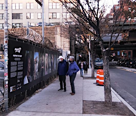 """ブルックリンのDumbo地区で野外写真展、""""Photoville""""(本日最終日)_b0007805_05184602.jpg"""