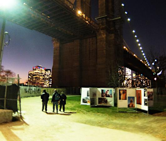 """ブルックリンのDumbo地区で野外写真展、""""Photoville""""(本日最終日)_b0007805_05194150.jpg"""