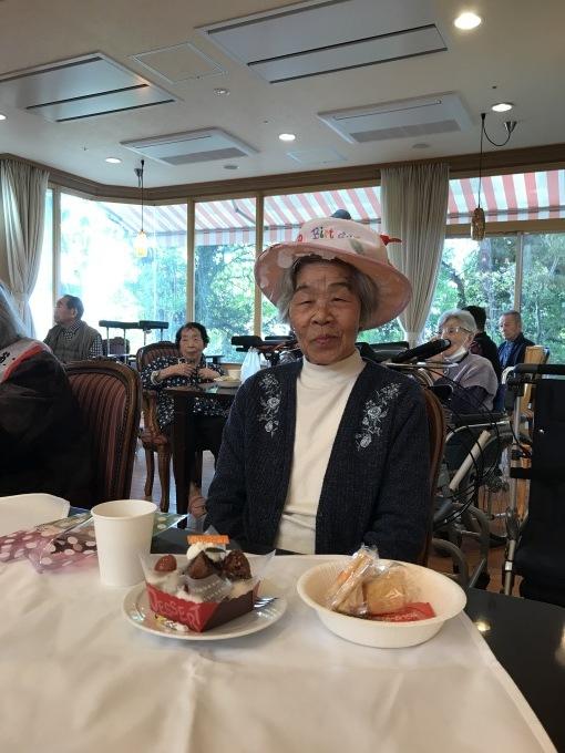 100歳の誕生日会!_e0163042_17045482.jpg