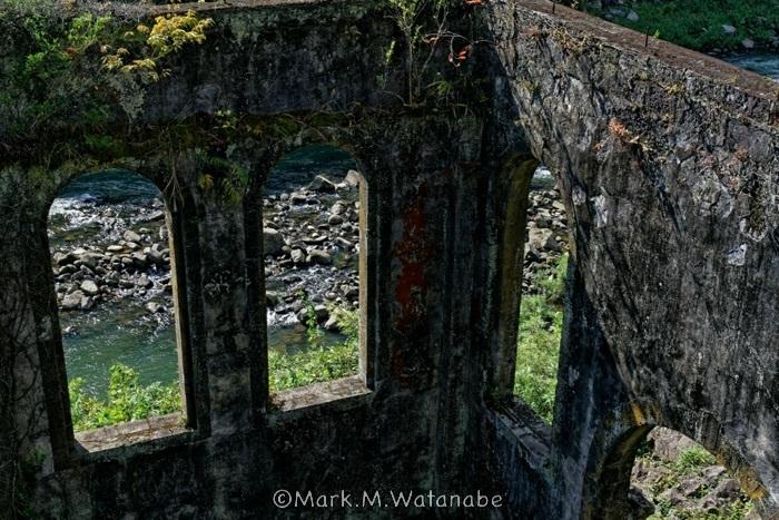沈堕発電所跡-長窓から見える川_e0135098_00061288.jpg