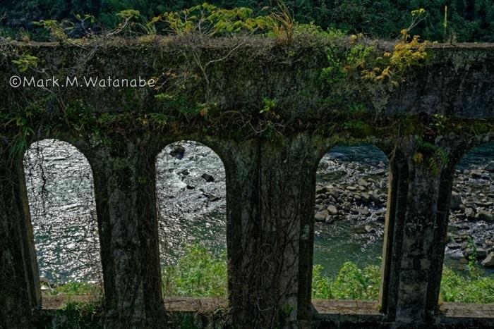 沈堕発電所跡-長窓から見える川_e0135098_00062380.jpg