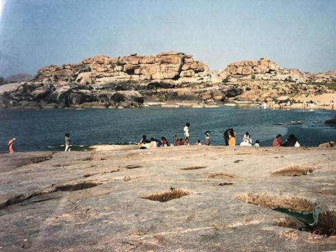 1996インドの思い出 ハンピを流れる川と暮らし_c0069903_11210832.jpg