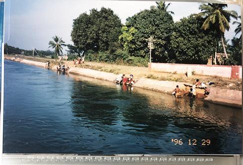 1996インドの思い出 ハンピを流れる川と暮らし_c0069903_11452056.jpg