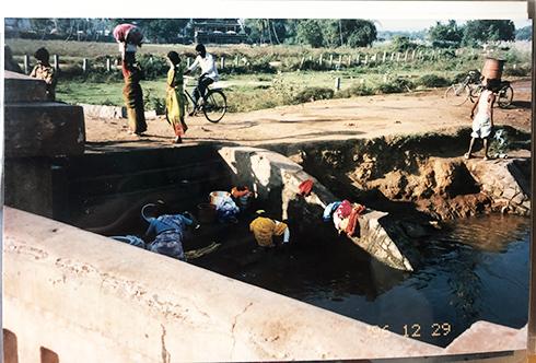 1996インドの思い出 ハンピを流れる川と暮らし_c0069903_11454111.jpg
