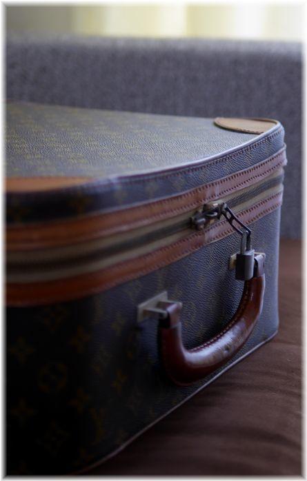 古ぼけたスーツケース - Less is more