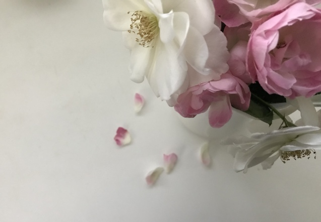 花束から ひとひらの花びらまで  _e0407734_01373674.jpeg