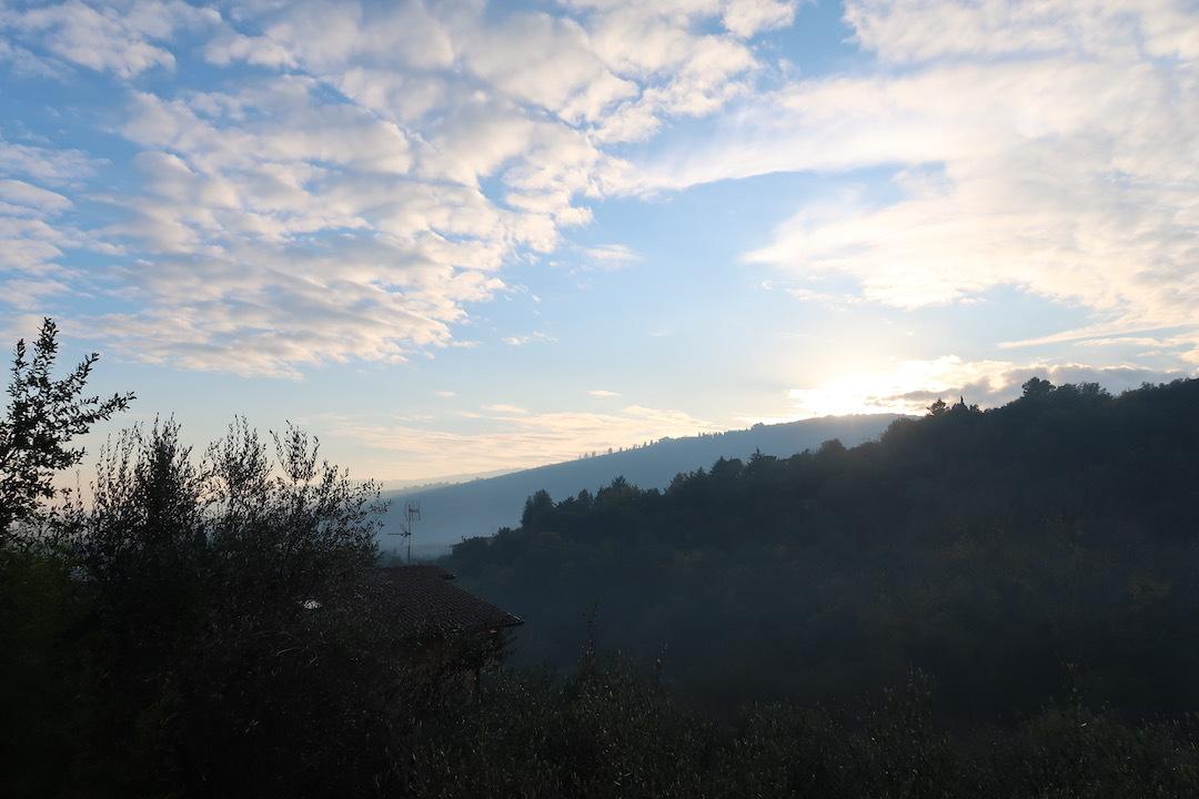 霧の秋夕空とカボチャ入りクリームシチュー_f0234936_06381051.jpeg