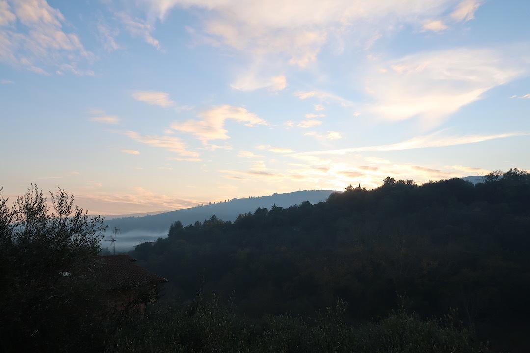 霧の秋夕空とカボチャ入りクリームシチュー_f0234936_06412052.jpeg