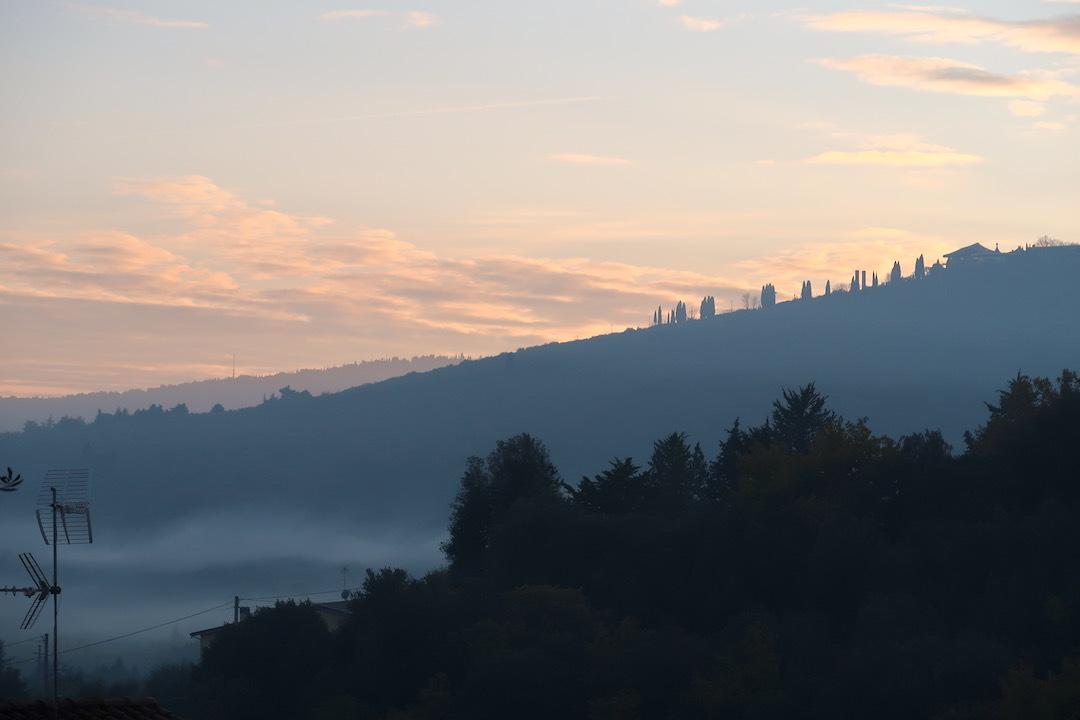 霧の秋夕空とカボチャ入りクリームシチュー_f0234936_06443639.jpeg